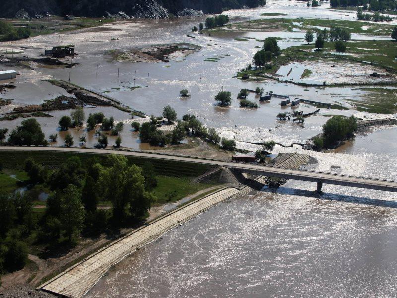 Тысячи домов подтоплены паводком наАлтае: организована эвакуация населения