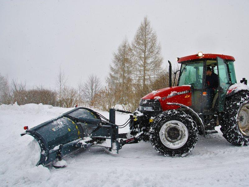 Двуручная лопата для уборки снега