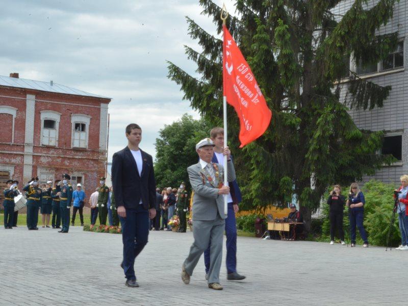 Парадным маршем в честь Победы